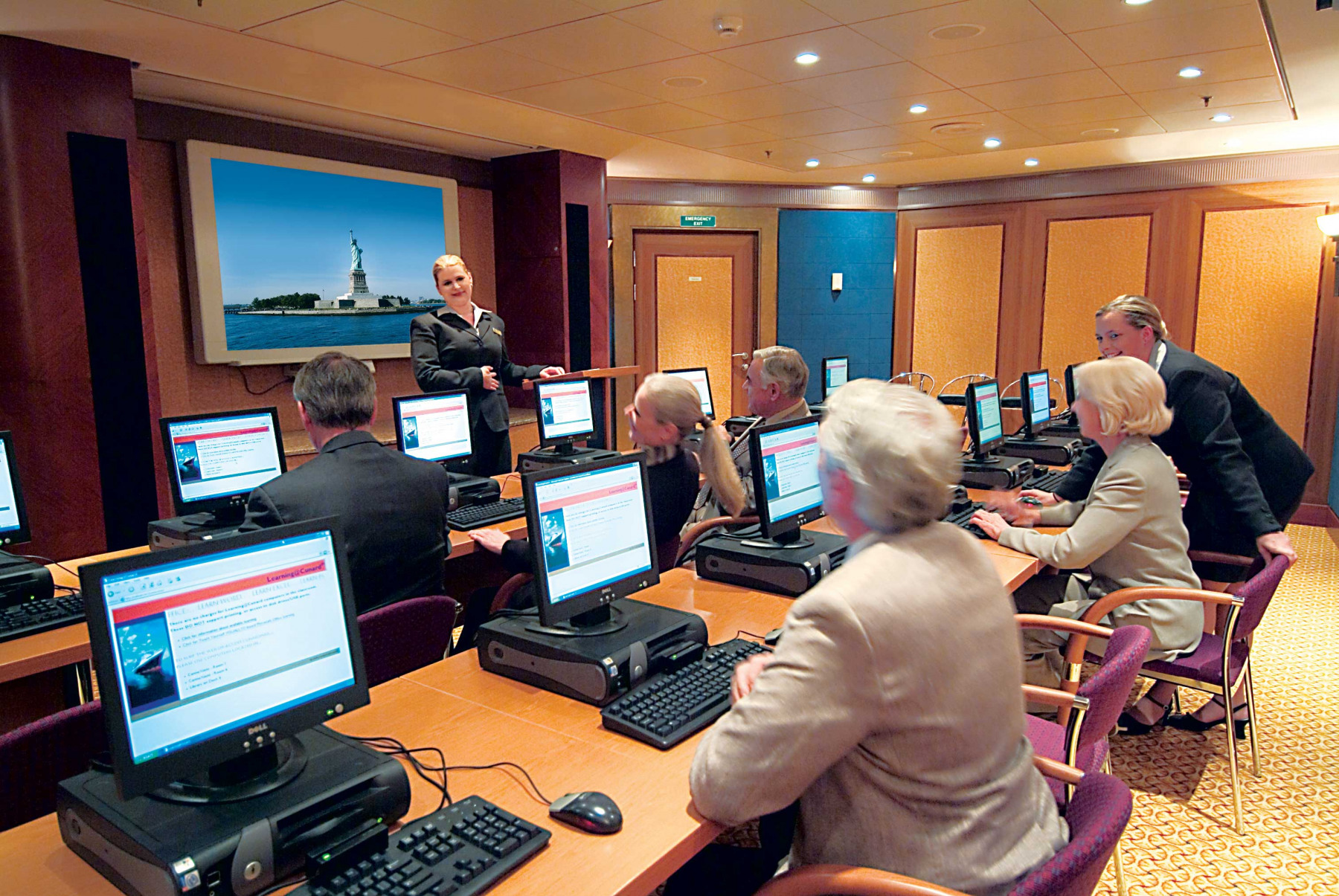 Cunard Line Queen Mary 2 Connexions 1.JPG