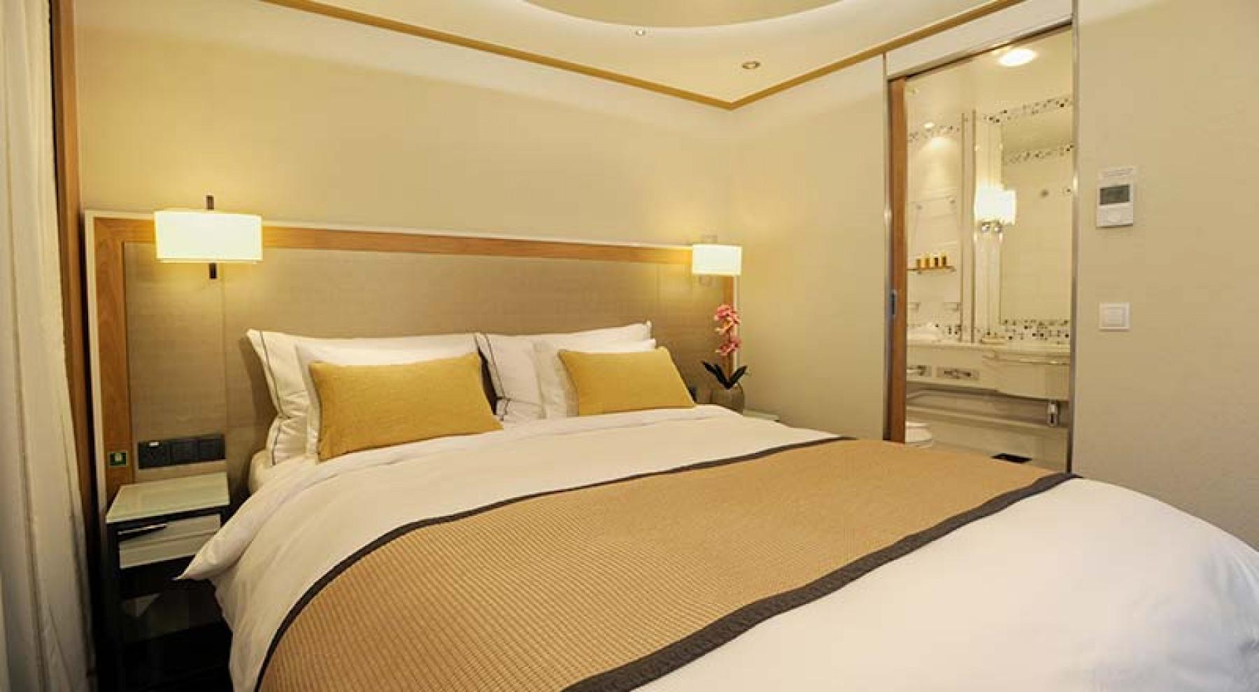 Viking River Cruises - Freya - Accommodation - Veranda Suite - Photo 2.jpg