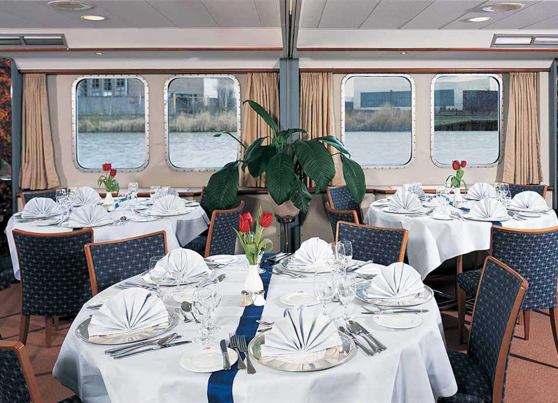 Viking River Cruises Viking Schumann Interior Restaurant.jpg