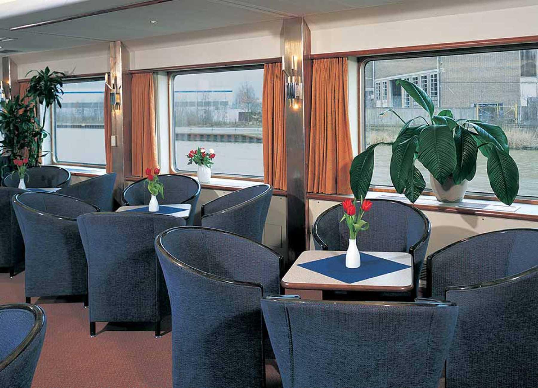Viking River Cruises Viking Schumann Interior Lounge.jpg