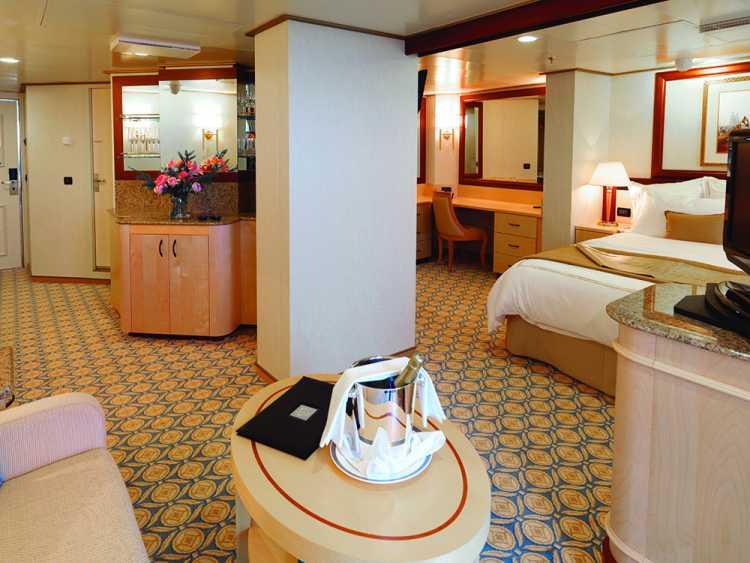 Cunard Line Queen Elizabeth Queens Grill Penthouse 1.JPG