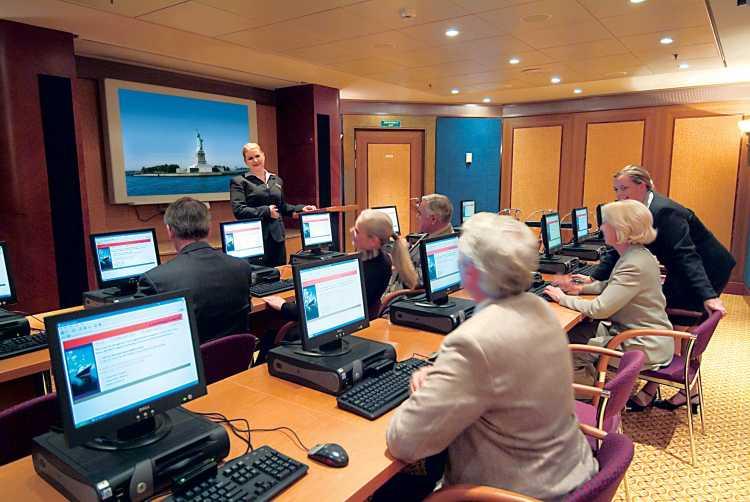 Cunard Line Queen Mary 2 Connexions 1.JPG