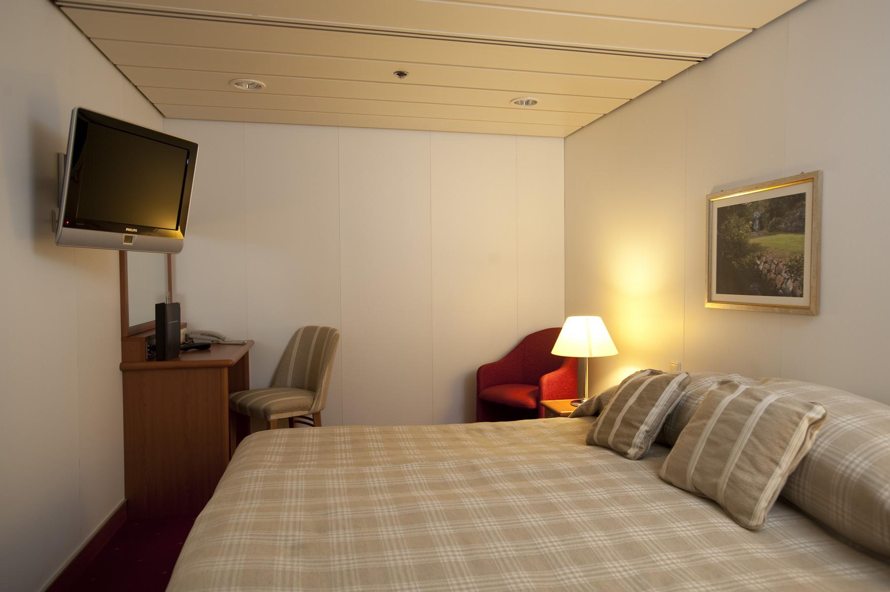 fred olsen cruise lines balmoral single inside cabins 2014.jpg