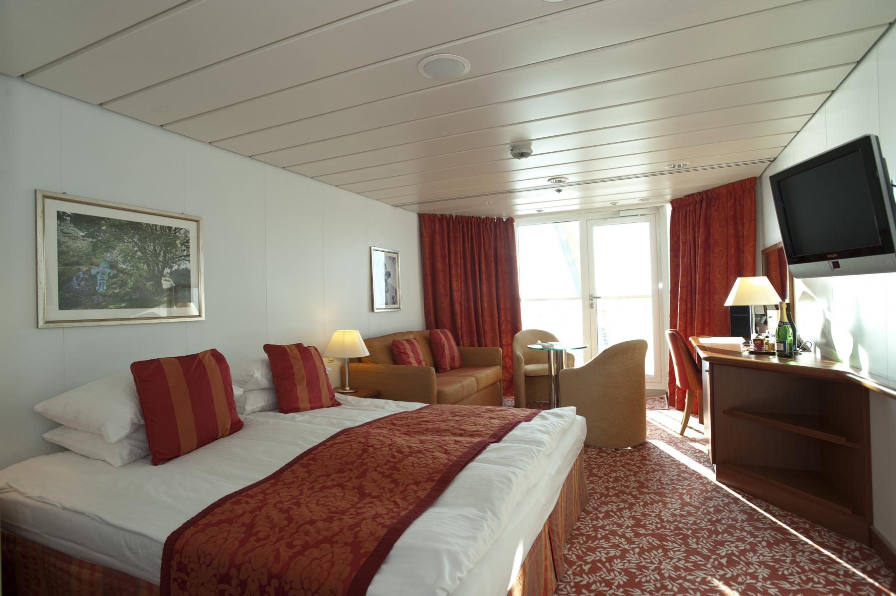 fred olsen cruise lines balmoral suite 2014.jpg