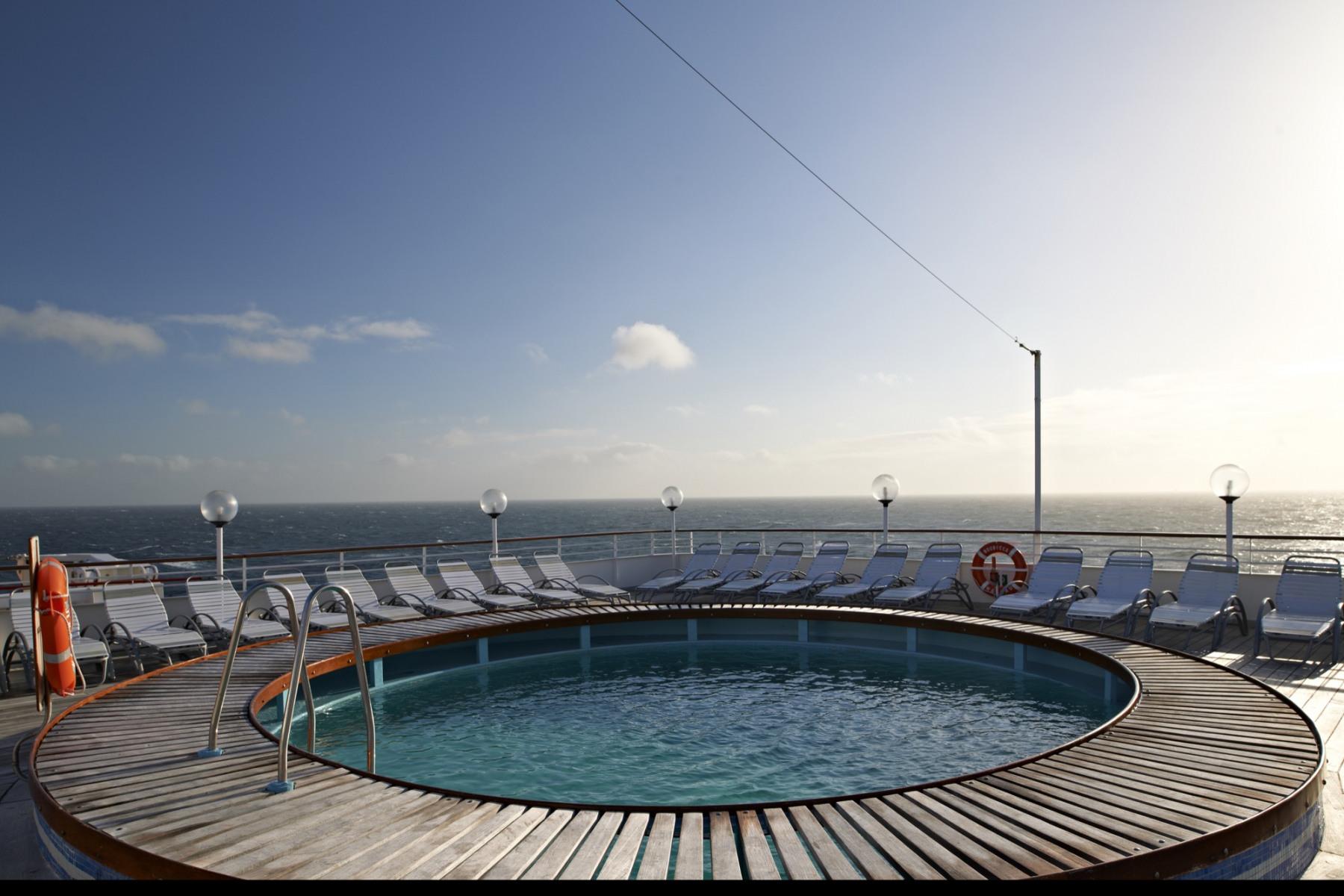 Fred Olsen Cruise Line Boudicca Exterior Jacuzzi.jpg