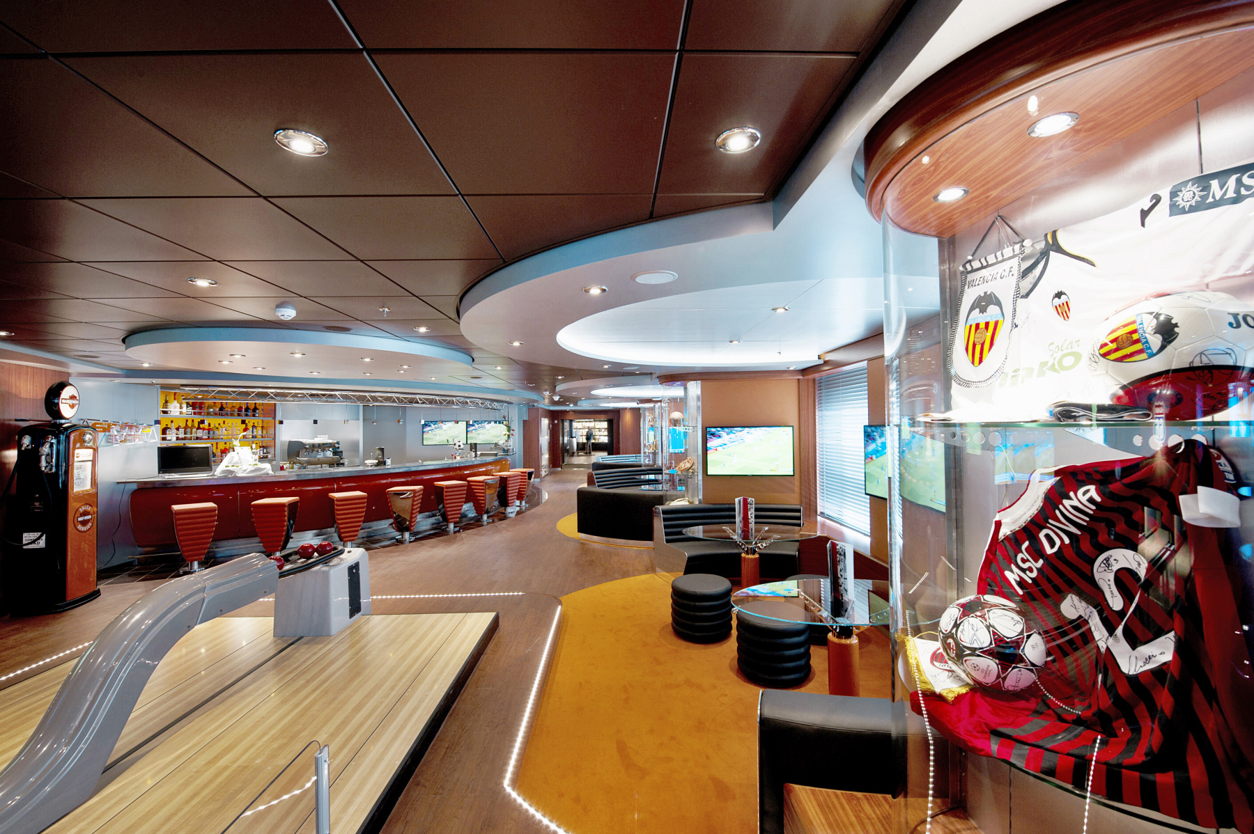 MSC Fantasia Class sports bar 2.jpg