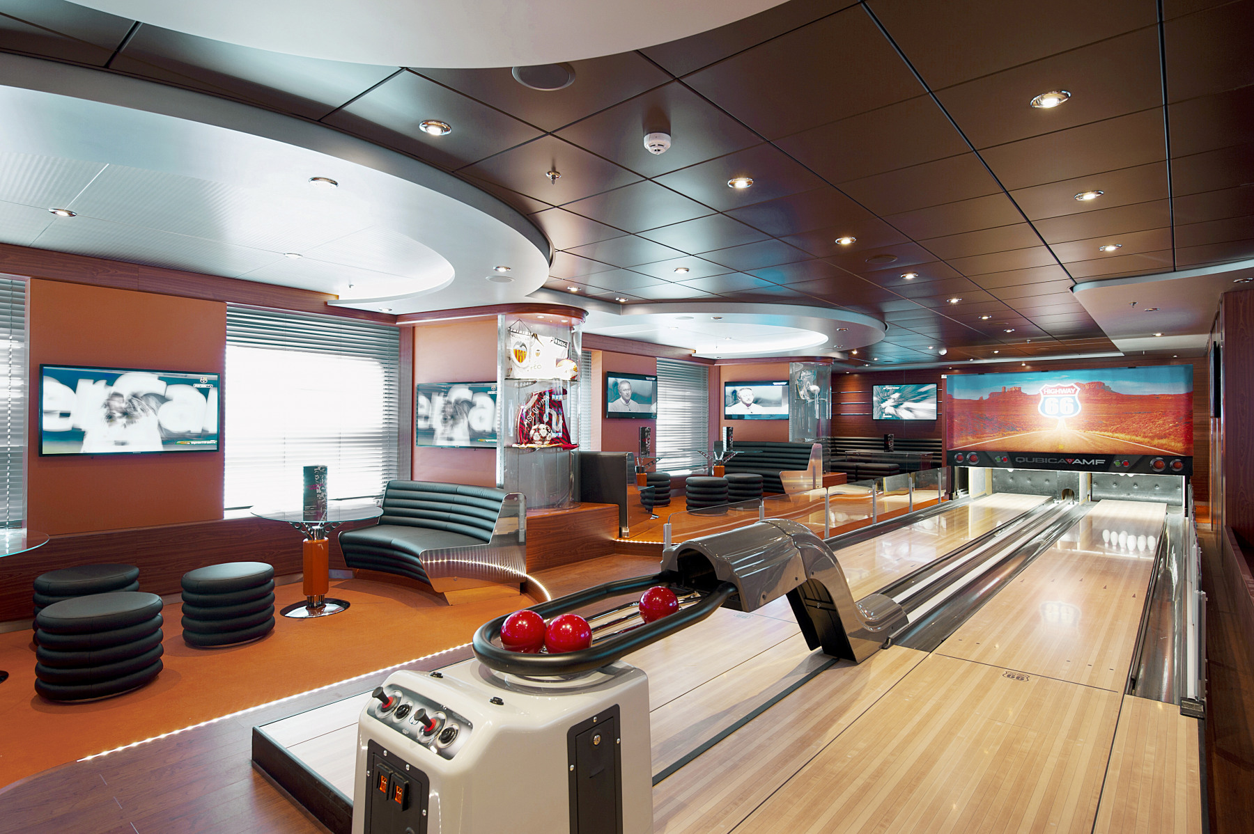 MSC Fantasia Class sports bar.jpg