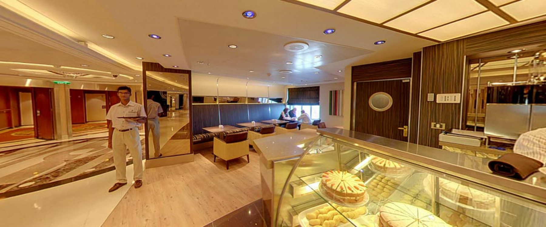 P&O Cruises Azura Interior Java.jpg