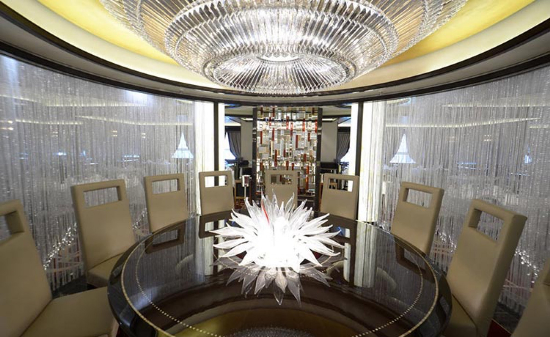 Princess Cruises Royal Class Interior lumiere table.jpg