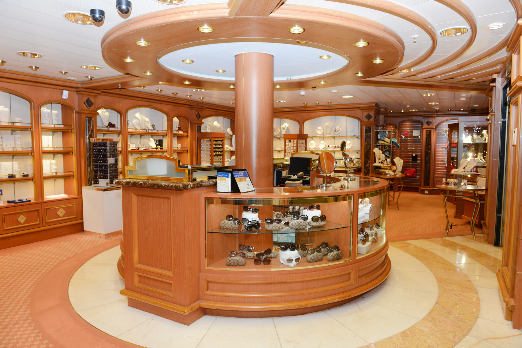 Princess Cruises Grand Class Ruby Princess boutique 2.jpg