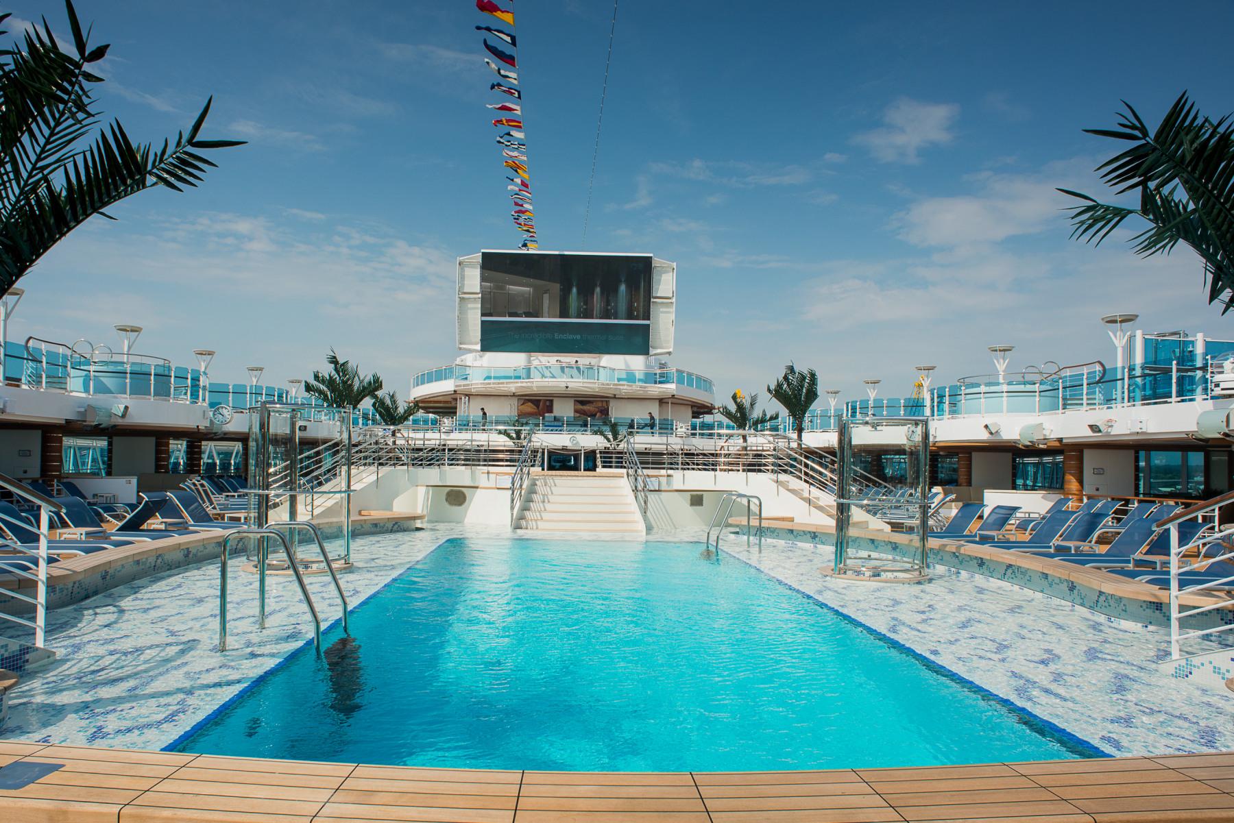 Princess Cruises Royal Class Interior lido 3.jpg