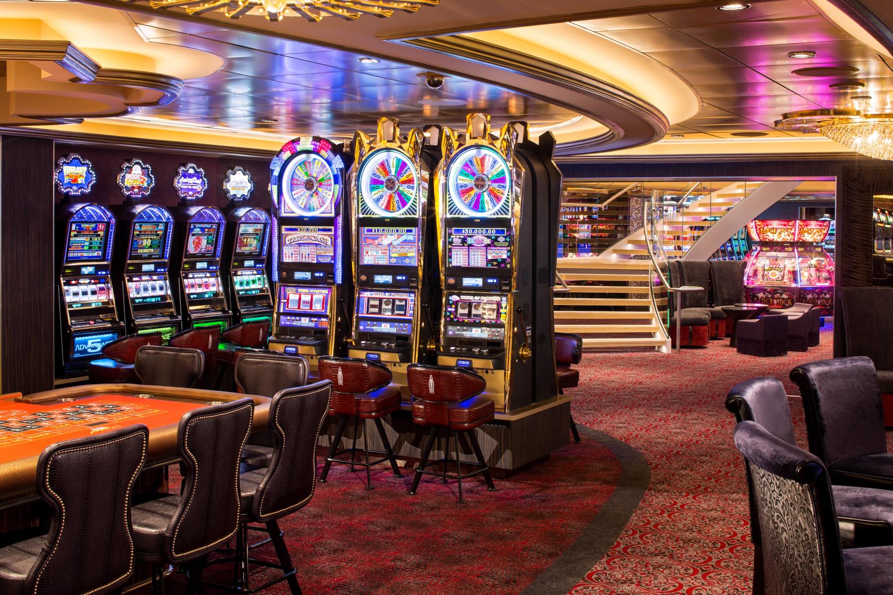 RCI_QN-CasinoRoyaleF.jpg
