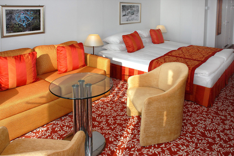 fred olsen cruises balmoral superior suite 2014.jpg