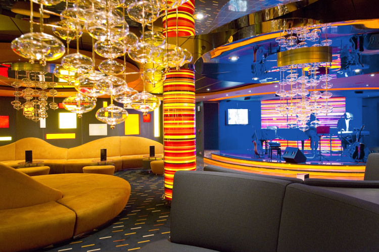 MSC Fantasia Class jazz bar 2.jpg