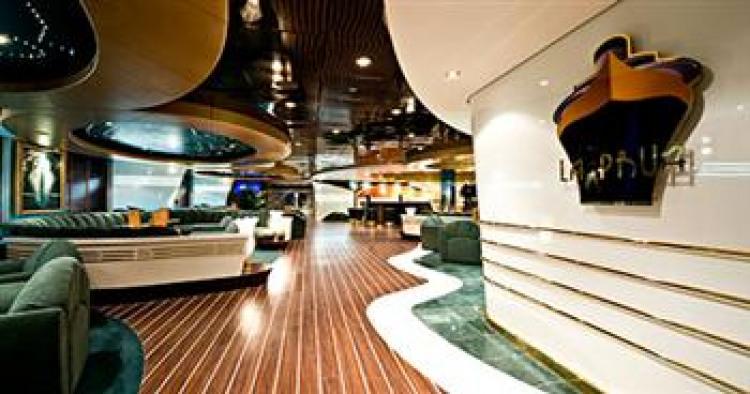 MSC Cruises Fantasia Class Splendida MSC_SPLENDIDA_LA_PRUA_PIANO_BARjpg.jpg