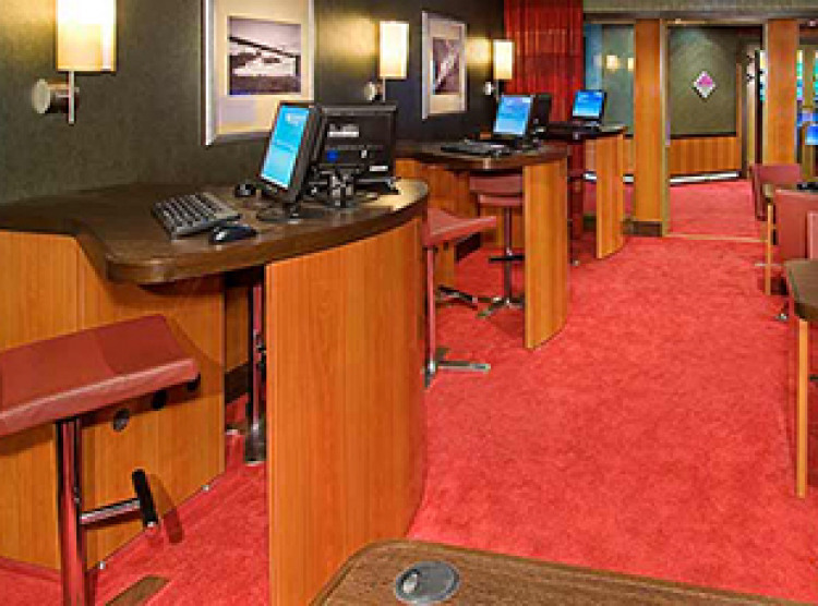 Norwegian Cruise Line Pride of America Interior internet centre.jpg