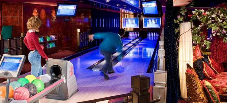 Norwegian Pearl Bowling.jpg