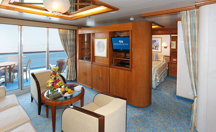Princess Cruises Sun Class dp_ss_suite_photo_lrg.jpg