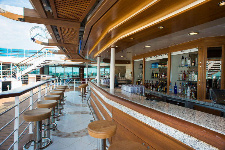 Princess Cruises Grand Class outrigger pool bar.jpg