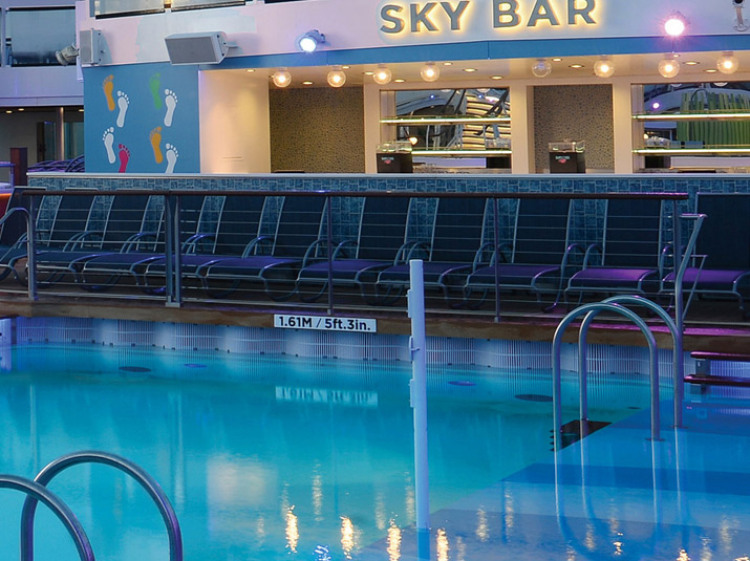 Royal Caribbean International Jewel of the Seas Accommodation Exterior Pool Bar.jpg