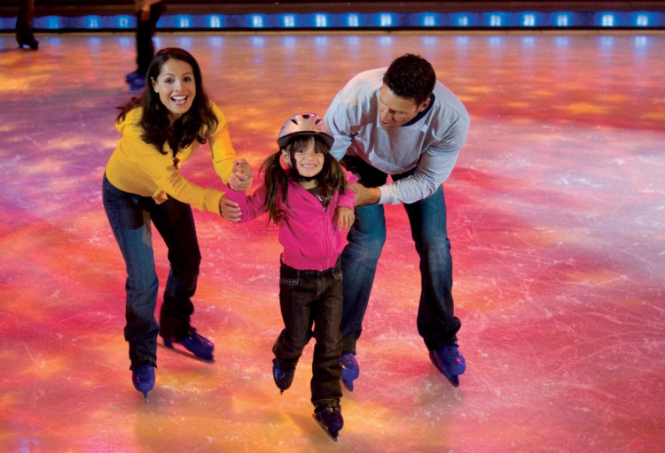 Royal Caribbean International Voyager of the Seas Interior Ice Skating 1.jpg