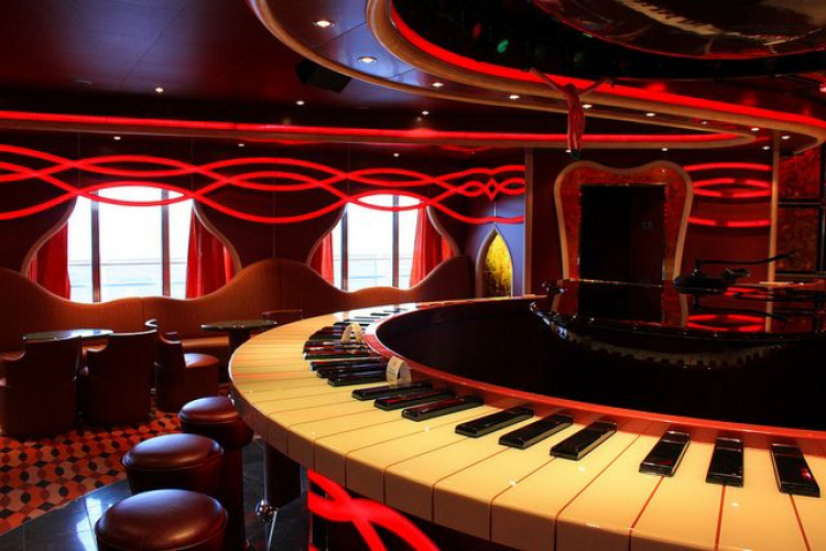 Carnival Dream Piano bar 2.jpg